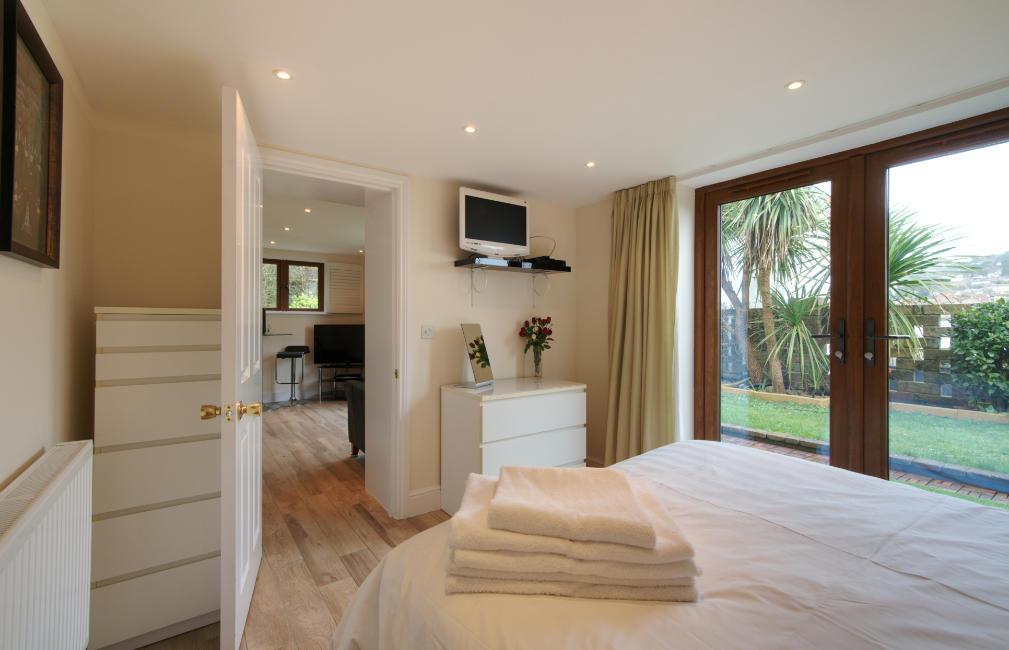 Garden Suite Bedroom towards Lounge